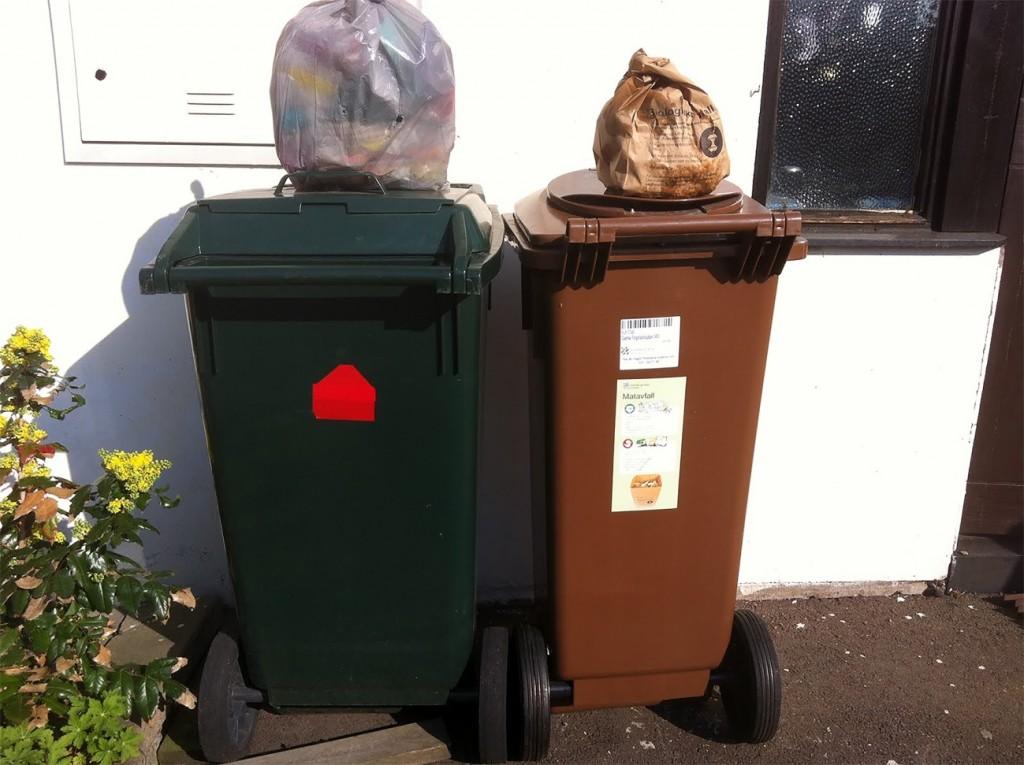 Affaldssortering i Göteborg, hvor madaffald og andre former for affald indsamles hver for sig.